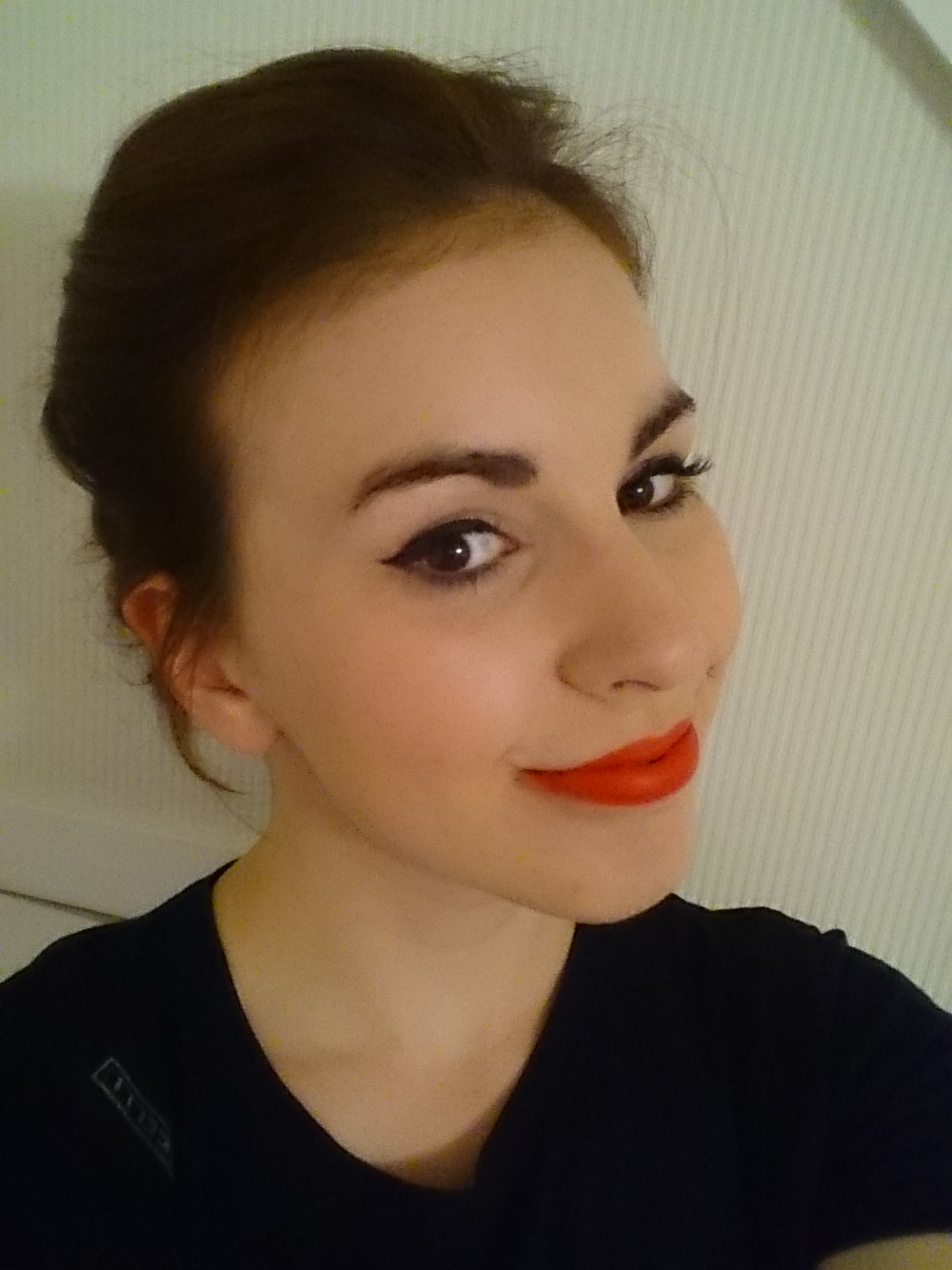 cat eye, red lipstick,selfie, blusher