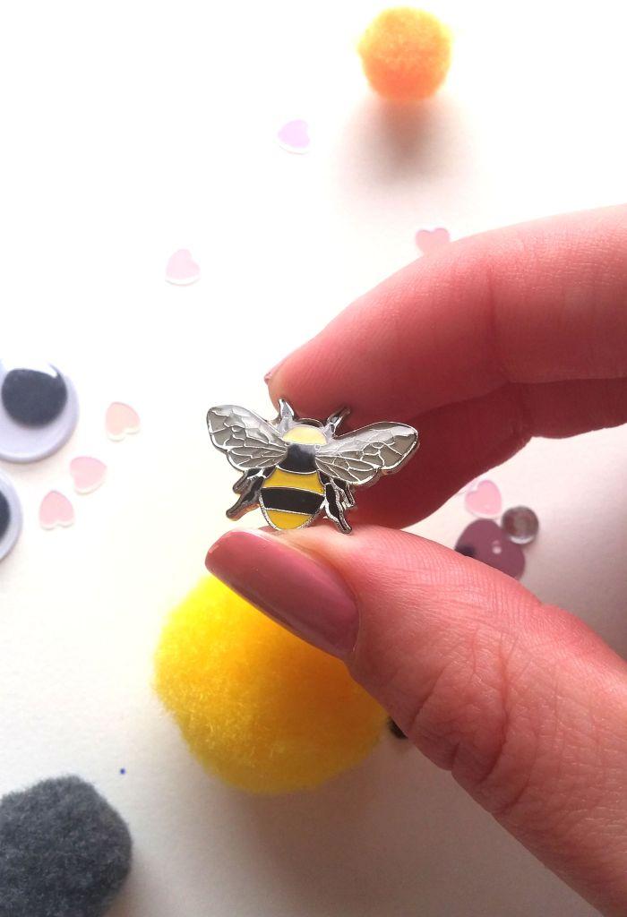 manbeeco bee pin